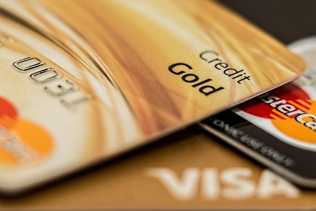 海外在住歴が短くても作れるクレジットカード